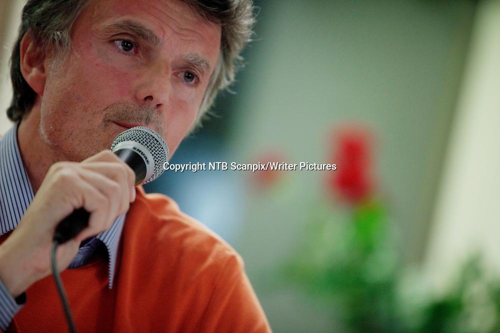 OSLO  20111025. Forfatter Erling Fossen under debatten p&Acirc; Bymuseet i Oslo tirsdag om regjeringsbyggets fremtid.<br /> Foto: Stian Lysberg Solum / SCANPIX<br /> <br /> NTB Scanpix/Writer Pictures<br /> <br /> WORLD RIGHTS, DIRECT SALES ONLY, NO AGENCY