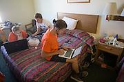 In de hotelkamer is Gaspard (rechts)  op internet op zoek naar een nieuw wiel voor de VeloX2. Kai (links) en Niels bestuderen de data van de fietsers.In de buurt van Battle Mountain, Nevada, strijden van 10 tot en met 15 september 2012 verschillende teams om het wereldrecord fietsen tijdens de World Human Powered Speed Challenge. Het huidige record is 133 km/h.<br /> <br /> Near Battle Mountain, Nevada, several teams are trying to set a new world record cycling at the World Human Powered Vehicle Speed Challenge from Sept. 10th till Sept. 15th. The current record is 133 km/h.