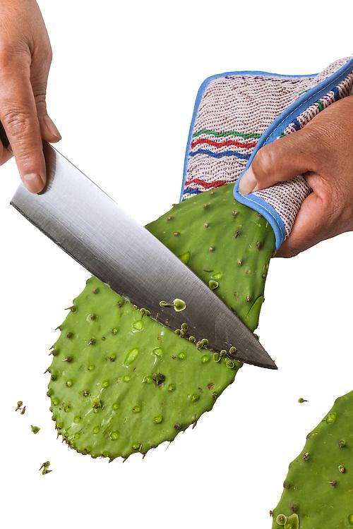 How to prep and cook nopales, cactus paddles. Como limpiar y cocinar nopalitos.