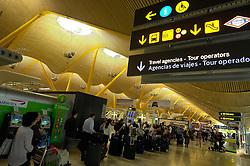19.04.2010, Flughafen Barajas, Madrid, ESP, Flughafen Madrid Barajas im Bild Auch in Spanien kommte es durch den Vulkanausbruch in Island zu grossen Verzögerungen, EXPA Pictures © 2010, PhotoCredit: EXPA/ Alterphotos/ ALFAQUI/ R. Perez / SPORTIDA PHOTO AGENCY