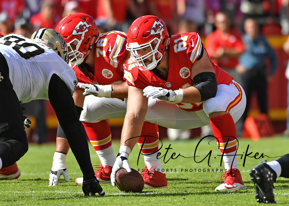 KANSAS CITY, MO - OCTOBER 23:  Center Mitch Morse #61 of the Kansas City Chiefs gets ready to snap the ball against the New Orleans Saints during the first half on October 23, 2016 at Arrowhead Stadium in Kansas City, Missouri.  (Photo by Peter G. Aiken/Getty Images) *** Local Caption *** Mitch Morse