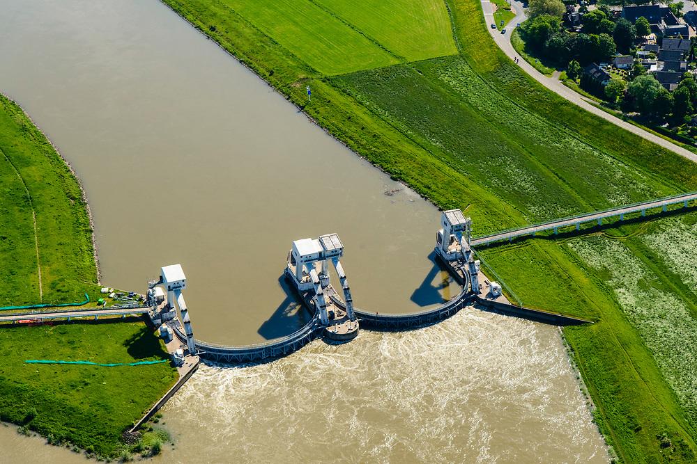 Nederland, Gelderland, Overbetuwe, 29-05-2019; <br /> De stuw bij Driel, bijgenaamd de Kraan van Nederland, zorgt voor afvoer van het water van de Rijn via Nederrijn en Lek. Het stuwensemble is gerenoveerd en gemoderniseerd. Naast de gesloten stuw een schutsluis voor de scheepvaart.<br /> The weir at Driel, nicknamed 'main valve of the Netherlands', provides drainage of water from the Rhine via the Lower Rhine and Lek to the sea. The ensemble of locks and weir has been renovated and modernized.<br /> luchtfoto (toeslag op standard tarieven);<br /> aerial photo (additional fee required);<br /> copyright foto/photo Siebe Swart