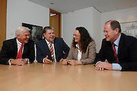 21 MAY 2007, BERLIN/GERMANY:<br /> Frank-Walter Steinmeier, SPD, Bundesaussenminister, Kurt Beck, SPD Parteivorsitzender, Andrea Nahles, MdB, SPD, Vorsitzende des Forums Demokratische Linke 21, Peer Steinbrueck, SPD, Bundesfinanzminister, (v.L.n.R.), vor einem gemeinsamen Gespraech, vor der Vorstellung der drei Kandidaten fuer den Posten des Stellvertretenden Parteivorsitzenden in den SPD-Gremien durch Beck, Buero des Parteivorsitzenden, Willy-Brandt-Haus<br /> IMAGE: 20070521-01-053<br /> KEYWORDS: Peer Steinbrück, Stellvertreter, Gruppe, Gruppenfoto, Gruppenbild, Gespräch