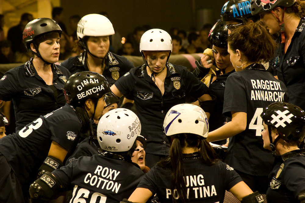Derby Dolls Roller Derby 11-17-07: Sirens vs Tough Cookies