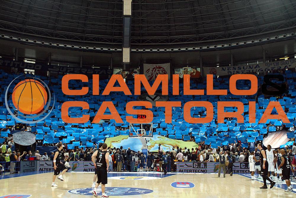 DESCRIZIONE : Bologna Lega A1 2006-07 Climamio Fortitudo Bologna VidiVici Virtus Bologna<br /> GIOCATORE : Fossa dei Leoni Coreografia<br /> SQUADRA : Climamio Fortitudo Bologna <br /> EVENTO : Campionato Lega A1 2006-2007 <br /> GARA : Climamio Fortitudo Bologna VidiVici Virtus Bologna<br /> DATA : 11/03/2007<br /> CATEGORIA : ritratto<br /> SPORT : Pallacanestro <br /> AUTORE : Agenzia Ciamillo-Castoria/G.Livaldi