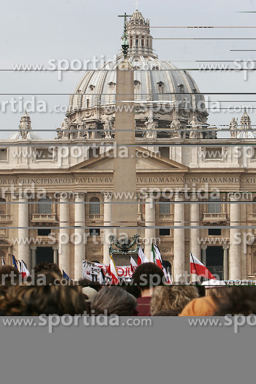 A day before Pope John Paul's funeral, Vaticano, Rome, Italy, Europe, on April 7, 2005. (Photo by Vid Ponikvar / Sportal Images)