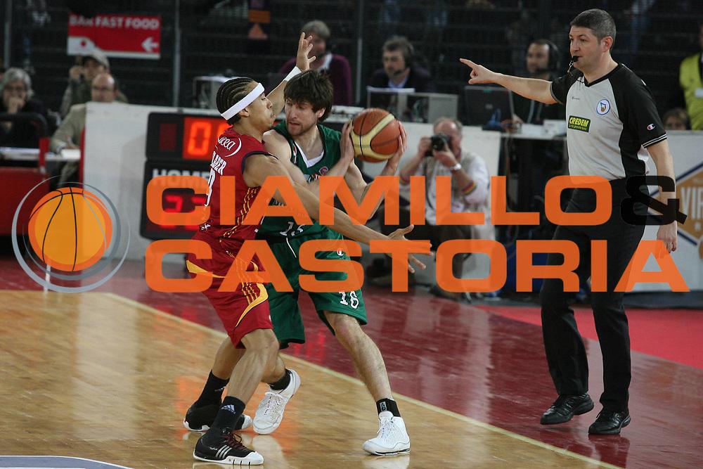 DESCRIZIONE : Roma Lega A1 2007-08 Lottomatica Virtus Roma Montepaschi Siena <br /> GIOCATORE : Drake Diener <br /> SQUADRA : Montepaschi Siena <br /> EVENTO : Campionato Lega A1 2007-2008 <br /> GARA : Lottomatica Virtus Roma Montepaschi Siena <br /> DATA : 06/04/2008 <br /> CATEGORIA : Passaggio <br /> SPORT : Pallacanestro <br /> AUTORE : Agenzia Ciamillo-Castoria/G.Ciamillo