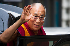 2015-09-21 Protests as Dalai Lama arrives at the Lyceum Theatre