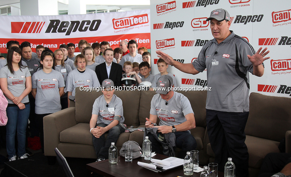 Clint Brown and New Zealand Motorsport legend Scott Dixon during a photo call at the Hilton Hotel after signing a sponsorship deal with Repco and Canteen. Auckland, Tuesday 24 September 2008. Photo: Andrew Cornaga/PHOTOSPORT