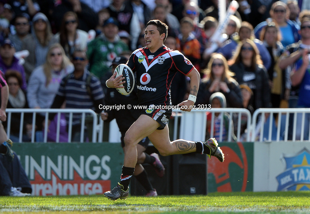 Kevin Locke breaks out. NRL Rugby League match, Vodafone Warriors v Melbourne Storm at Mt Smart Stadium in Auckland on Sunday 28 July 2013. Photo: Andrew Cornaga/Photosport.co.nz