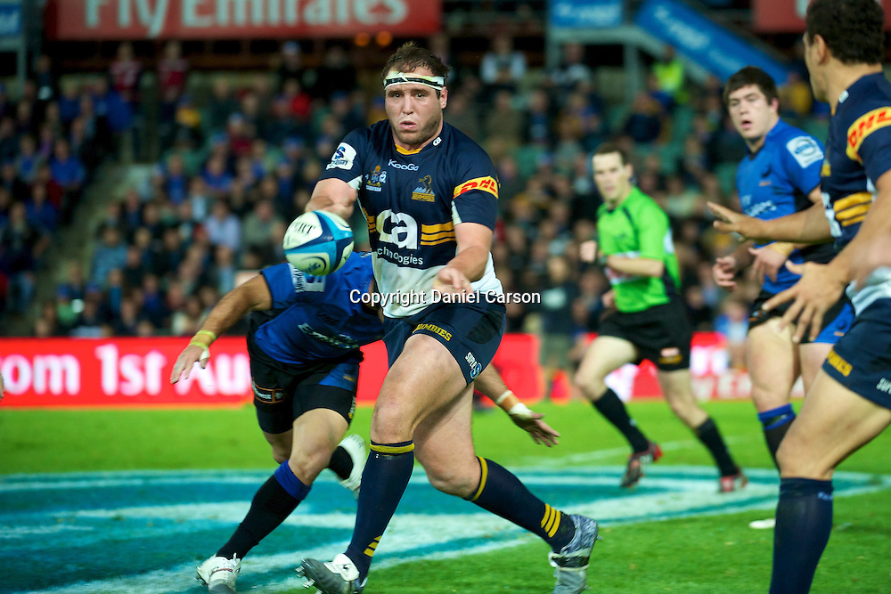 Ben Alexander looks top pass wide. Western Force v ACT Brumbies. Super 15 Rugby Match. Perth, Western Australia, nib Stadium. Saturday 21st May 2011. Photo: Daniel Carson|PHOTOSPORT
