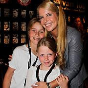 NLD/Amsterdam/20100522 - Concert Toppers 2010, Linda de Mol en kinderen Noa en Julian Vahle