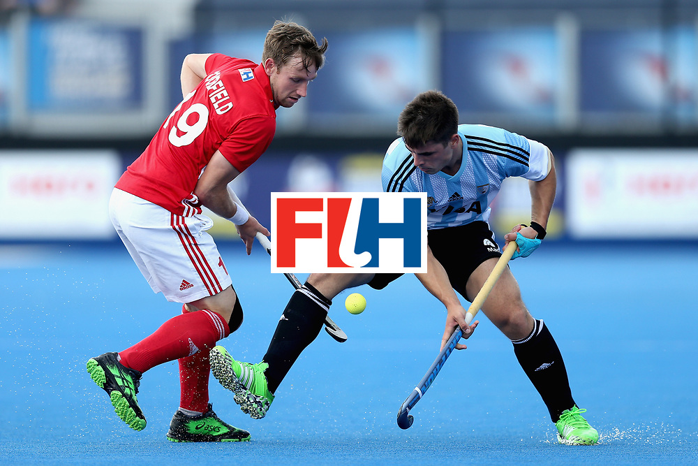 LONDON, ENGLAND - JUNE 18: Gonzalo Peillat of Argentina tangles with David Goodfield of England during the Hero Hockey World League Semi Final match between England and Argentina at Lee Valley Hockey and Tennis Centre on June 18, 2017 in London, England.  (Photo by Alex Morton/Getty Images)
