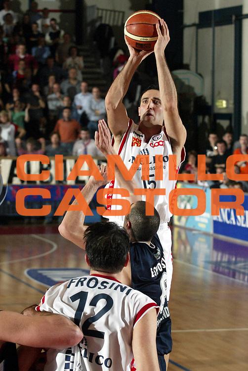 DESCRIZIONE : Biella Lega A1 2005-06 Angelico Biella Upea Capo Orlando <br />GIOCATORE : Santarossa<br />SQUADRA : Angelico Biella<br />EVENTO : Campionato Lega A1 2005-2006<br />GARA : Angelico Biella Upea Capo Orlando<br />DATA : 26/03/2006<br />CATEGORIA : Tiro<br />SPORT : Pallacanestro<br />AUTORE : Agenzia Ciamillo-Castoria/S.Ceretti<br />Galleria : Lega Basket A1 2005-2006<br />Fotonotizia : Biella Campionato Italiano Lega A1 2005-2006 Angelico Biella Upea Capo Orlando<br />Predefinita :