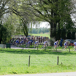 02-05-2015: Wielrennen: Ronde van Overijssel mannen: Rijssen  <br />RIJSSEN (NED) wielrennen:  De 63e ronde van Overijssel heeft als zwaarte punt de heuveltjes rond Ootmarsum en de Sallandse heuvelrug. Net als in de ronde van Vlaanderen kent men in Overijssel het dorp van de ronde. In 2015 is de eer aan Markelo.<br />CT Jo Piels leidt de achtervolging op de koplopers Hamelink en Herijgers