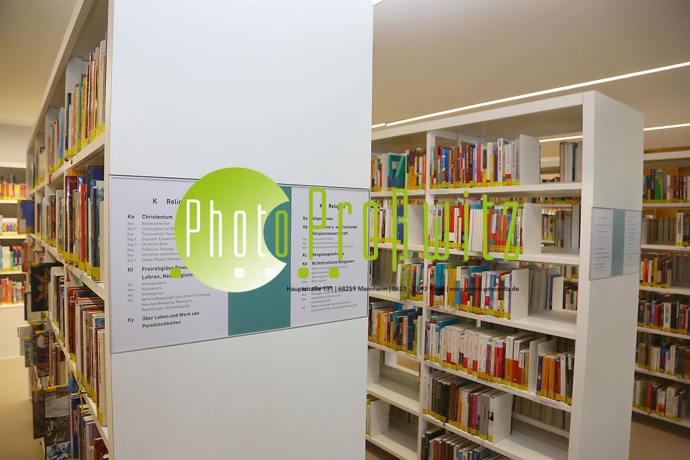 Ludwigshafen. 23.08.17 | Stadtbibliothek er&ouml;ffnet nach Sanierung<br /> Innenstadt. Stadtbibliothek. Nach Jahrelanger Sanierung, er&ouml;ffnet die B&uuml;cherei ihre Pforten. Begehung vor der Wiederer&ouml;ffnung.<br /> <br /> <br /> BILD- ID 0499 |<br /> Bild: Markus Prosswitz 23AUG17 / masterpress (Bild ist honorarpflichtig - No Model Release!)