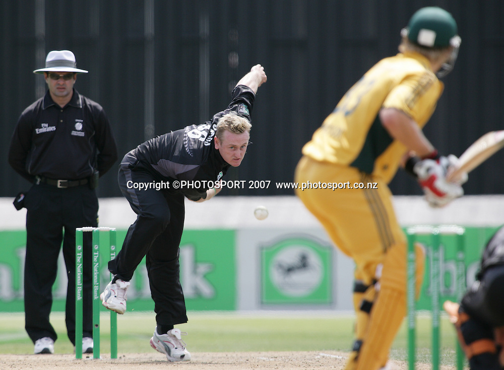 Blackcaps bowler Scott Styris bowls to Shane Watson during the 3rd Chappell-Hadlee Trophy one day cricket match between New Zealand and Australia at Seddon Park, Hamilton, New Zealand on Tuesday 20 February 2007. Photo: Stephen Barker/PHOTOSPORT<br /> <br /> <br /> 200207