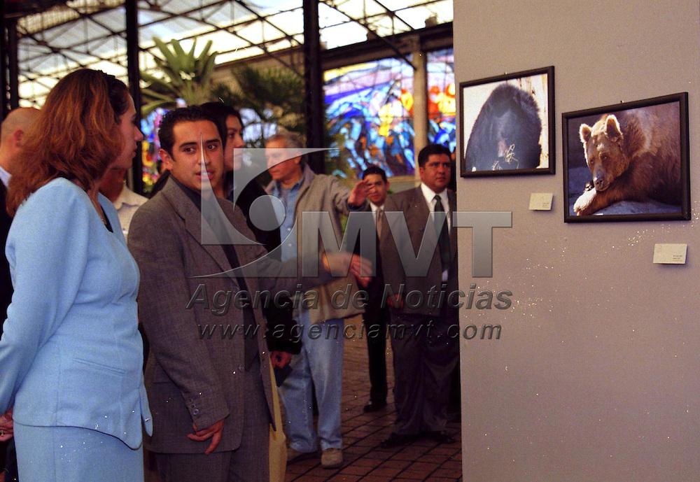 Toluca, M&eacute;x.- Fue inaugurada la exposici&oacute;n &quot;Libertad Virtual&quot; del fot&oacute;grafo Jorge L&oacute;pez L&oacute;pez, en el Cosmovitral de esta ciudad. Agencia MVT / Arturo Rosales Ch&aacute;vez. (FILM)<br /> <br /> NO ARCHIVAR - NO ARCHIVE