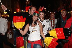 23.06.2010, Leopoldstrasse Schwabing, Muenchen, GER, FIFA Worldcup, Fanfeier nach Ghana vs Deutschland,  im Bild Fans mit Plastik h?nden, EXPA Pictures © 2010, PhotoCredit: EXPA/ nph/  Straubmeier / SPORTIDA PHOTO AGENCY
