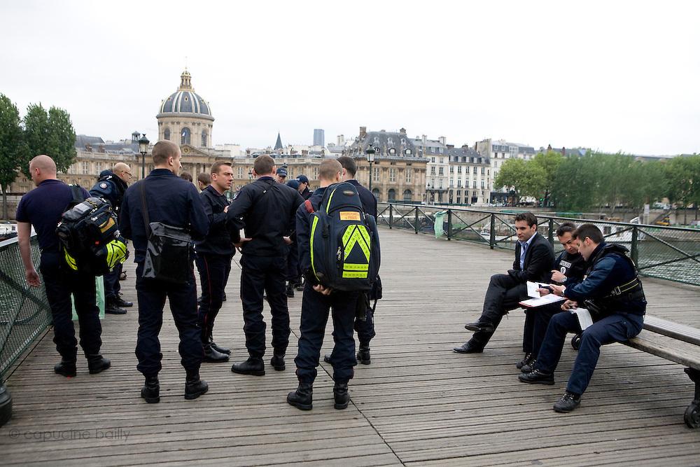 Paris, France. 8 Mai 2009..Brigade Fluviale de Paris...Paris, France. May 8th 2009..Paris fluvial squad...