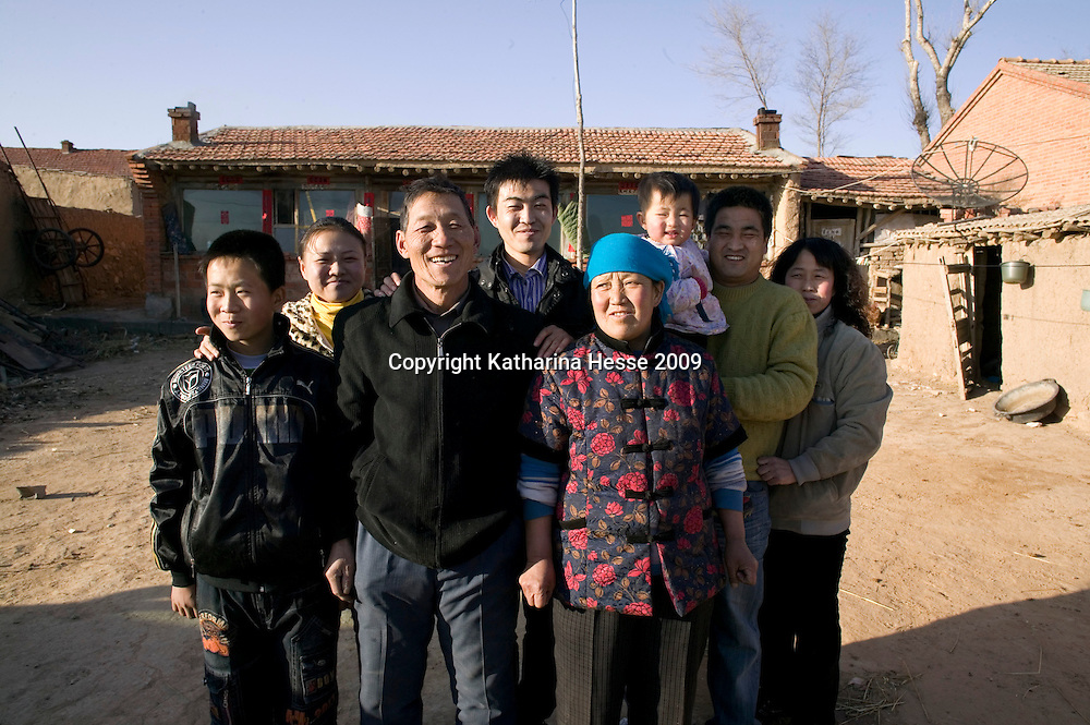 NORTHERN HEBEI PROVINCE, JANUARY 26, 2009:<br /> Mr Lu (C), a textile worker in Beijing, and his relatives pose for a picture outside their home in Northern Hebei province.<br /> Lu went to Beijing 8 years ago as he couldn't find a job in China's countryside.<br /> He was employed in a textile factory that went banctrupt last October. Lu and his 63 colleagues were still owed payment for 4 months, but their boss refused to pay them. They didn't know the law, nor did any of them have a contract.  <br /> At the end of January, Lu and his co-workers went to see the bosses' mother to negociate, then the union and in the end the government. They were threatened with jail . At the end of the day , a man from the union came by ( on behalf of the government )and all but an underaged worker received their due salaries.<br /> Now Lu is unemployed like 20 milion other migrant workers in China who have been laid off as a result of the financial crisis.<br /> <br /> <br /> China's Communist Party  which will celebrate its 60th anniversary in October, currently faces its biggest challenge since the beginning of the economic reforms 30 years ago  : &quot; The phase of  rapid economic growth is over. For the first time the government is threatened with a  mistrust of a wide section of the population&quot;, warns the Communist party's Shang Dewen in Beijing.   <br /> Not only the China's poorest worry about the furture, but as well China's middle class is concerned about the crisis.     1,5 Millionen university graduates didn't find a job until the end of 2008  and this summer there'll be an additional  6,1 Million new graduates. More than 12 percent of university graduates face unemployment in 2009.