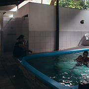 Juan Guillerme in a time of aquatic therapy in clinical Pepita Duran. Aquatic therapy is very important for children with congenital syndrome zika virus.