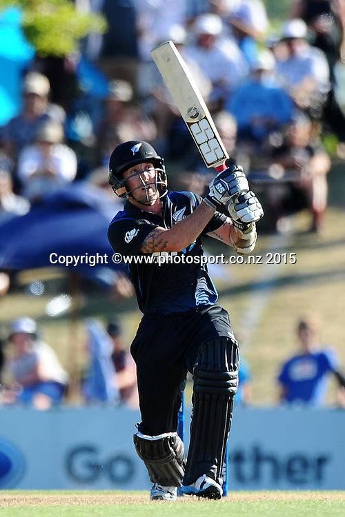 Black Cap player Luke Ronchi hits a six during Match 4 of the ANZ One Day International Cricket Series between New Zealand Black Caps and Sri Lanka at Saxton Oval, Nelson, New Zealand. Tuesday 20 January 2015. Copyright Photo: Chris Symes/www.Photosport.co.nz