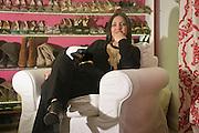 Stefania Petyx con il suo bassotto Carolina dopo il lavoro.<br /> Stefania petyx at home after work