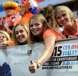 28-09-2015 NED: Volleyball European Championship Polen - Slovenie, Apeldoorn<br /> Polen wint met 3-0 van Slovenie / Oranje support publiek