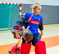 AMSTERDAM  - keeper Marsha Zwezereijn (SCHC) tijdens het starttoernooi zaalhockey in Sporthallen Zuid.    COPYRIGHT KOEN SUYK