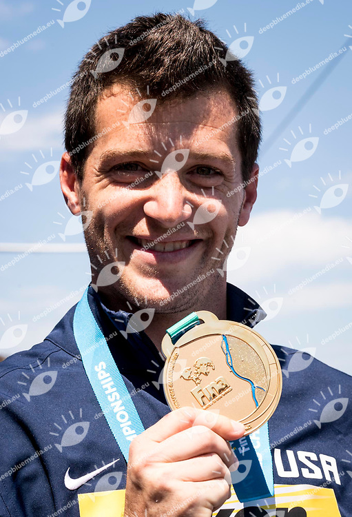 High Diving Podium<br /> LO BUE Steve USA Gold Medal<br /> Paolo Barelli FINA, FIN President, LEN Presidente<br /> Day 17 30/07/2017<br /> XVII FINA World Championships Aquatics<br /> City Park - Varosliget Lake<br /> Budapest Hungary <br /> Photo Giorgio Scala/Deepbluemedia/Insidefoto