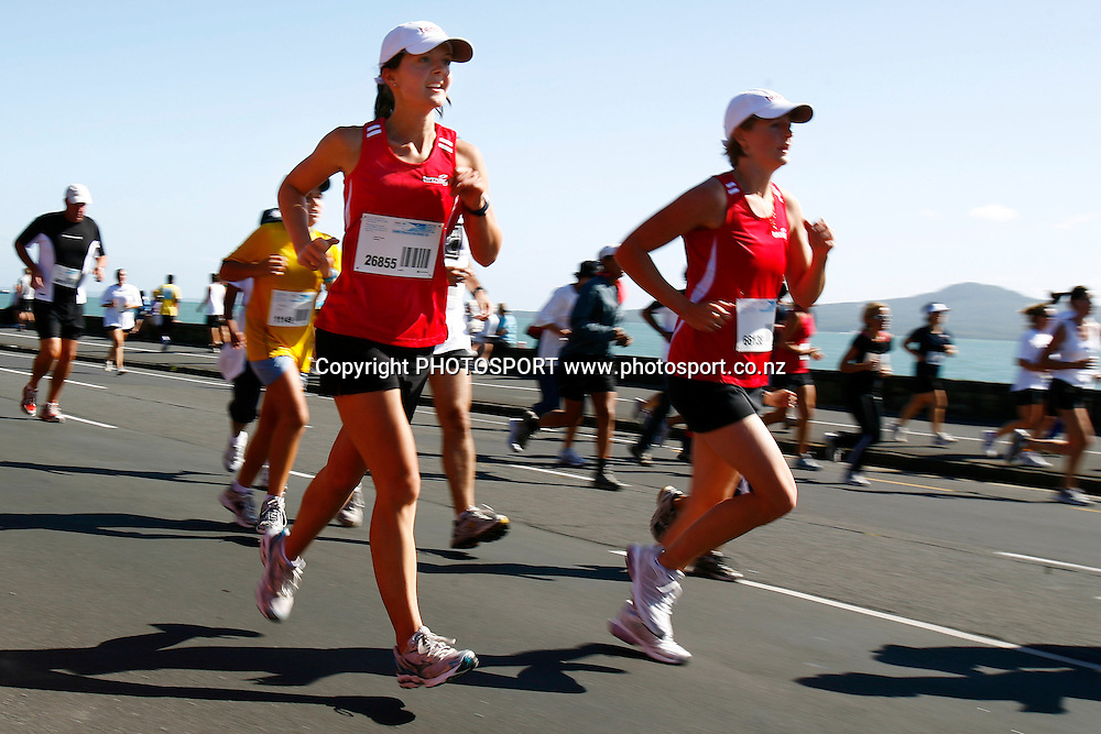 Participants run along Tamaki Drive during the HSBC Round the Bays Fun Run from Auckland City to St. Heliers Bay, Auckland. Sunday 15 March 2009. Photo: Anthony Au-Yeung/PHOTOSPORT