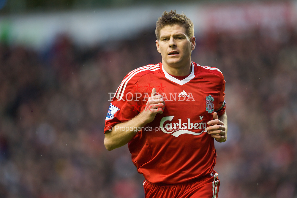 LIVERPOOL, ENGLAND - Saturday, December 13, 2008: Liverpool's captain Steven Gerrard MBE in action against Hull City during the Premiership match at Anfield. (Photo by David Rawcliffe/Propaganda)