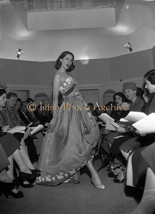 Fashions - Sybil Connolly Fashion Show, Spring Collection.17/01/1957