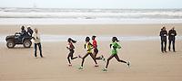 Nederland. Egmond aan Zee, 8 januari 2012.<br /> De dames op het strand : Florence Kiplagat (rood F2), Meseret Haily ( roze F26, winnares), Flomena Chepchirchir(geel) en Hilda Kibet (groen)<br /> 40e editie van de halve marathon.<br />  Atletiek. Hardlopen Foto : Martijn Beekman