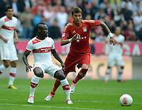FUSSBALL   1. BUNDESLIGA  SAISON 2012/2013   2. Spieltag FC Bayern Muenchen - VfB Stuttgart      02.09.2012 Arthur Boka (li, VfB Stuttgart)  gegen Mario Mandzukic (FC Bayern Muenchen)