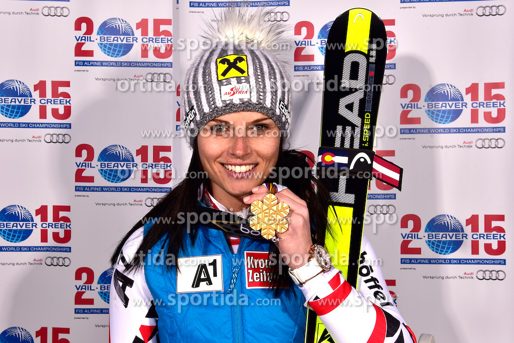 12.02.2015, Solaris Placa, Vail, USA, FIS Weltmeisterschaften Ski Alpin, Vail Beaver Creek 2015, Damen, Riesentorlauf, Medaillen, im Bild Anna Fenninger (AUT, 1. Platz) // 1st placed Anna Fenninger of Austria poses with her Medal after the Ladies Giant Slalom of FIS Ski World Championships 2015 at the Solaris Placa in Vail, United States on 2015/02/12. EXPA Pictures © 2015, PhotoCredit: EXPA/ Vail 2015/ Francis Bompard
