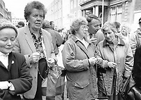 Pro-Life supporters pray outside Dail. Sunday Tribune. 5/5/92. (Part of the Independent Newspapers Ireland/NLI Collection)