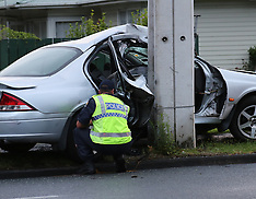 Auckland-Car wraps around lamppost, Ranui