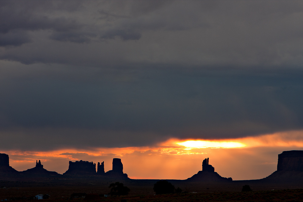 Monument Valley in Arizona and New Mexico Monument Valley photo in Arizona and New Mexico