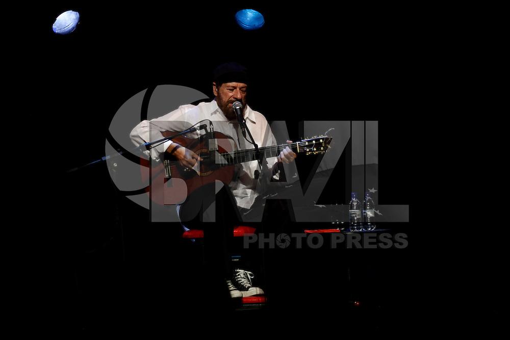 SAO PAULO, 15 DE MARÇO, 2013  - SHOW JOÃO BOSCO  - O cantor e compositor João Bosco durante sua apresentação no Tom Jazz, na noite desta sexta-feira(15) -  FOTO: LOLA OLIVEIRA - BRAZIL PHOTO PRESS