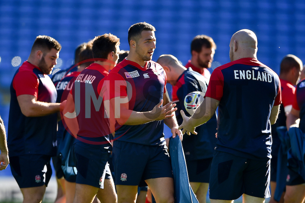 Sam Burgess of England speaks to team-mate Dan Cole - Mandatory byline: Patrick Khachfe/JMP - 07966 386802 - 09/10/2015 - RUGBY UNION - Manchester City Stadium - Manchester, England - England Captain's Run - Rugby World Cup 2015.