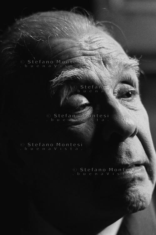 Jorge Luis Borges (1980).<br /> Lo scrittore argentino all' Accademia dei Lincei, per la consegna del premio Balzan.<br /> Jorge Luis Borges (1980).<br /> The Argentine writer at the Lincei Academy  for delivery of the Balzan Prize.