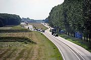 Nederland, Bemmel, 8-06-2012De A15 gaat bij knooppunt Ressen over in de N15. Vanaf dit punt wordt deze voor de regio Arnhem en Nijmegen belangrijke schakel in de verbinding naar Duitsland als gedeeltelijke tolweg doorgetrokken naar de A12 bij Zevenaar. Minister Schultz van Haegen verwacht dat na jaren discussie en uitstel, het 1 miljard kostende traject in 2018 klaar zal zijn. Onzeker is nog of er een tunnel of een brug over het Pannerdensch Kanaal komt.Foto: Flip Franssen/Hollandse Hoogte