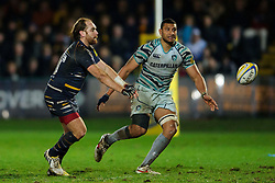Worcester Fly-Half (#10) Andy Goode passes the ball under pressure from Leicester Flanker (#7) Steve Mafi during the second half of the match - Photo mandatory by-line: Rogan Thomson/JMP - Tel: Mobile: 07966 386802 04/01/2012 - SPORT - RUGBY - Sixways - Worcester. Worcester Warriors v Leicester Tigers - Aviva Premiership.