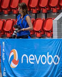 04-06-2016 NED: Nederland - Duitsland, Doetinchem<br /> Nederland speelt de tweede oefenwedstrijd in Doetinchem en verslaat Duitsland opnieuw met 3-1 / Media, fotograaf, amateur