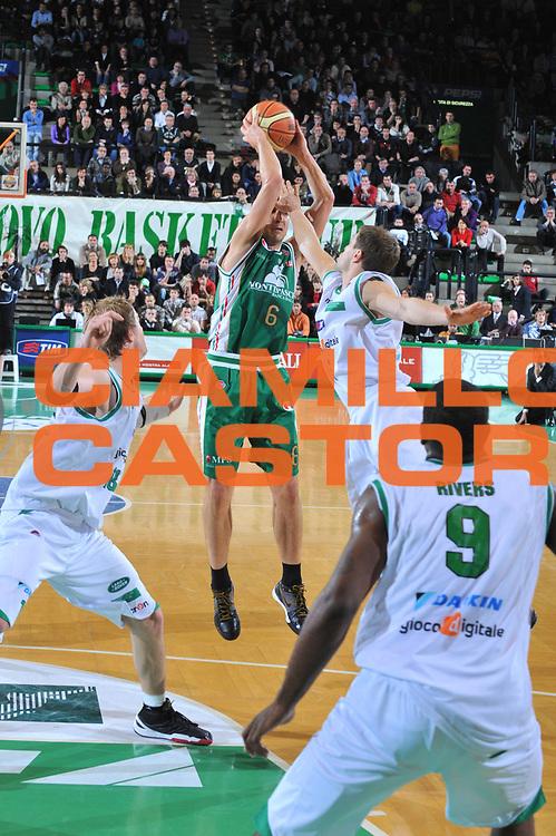 DESCRIZIONE : Treviso Lega A 2009-10 Basket Benetton Treviso Montepaschi Siena<br /> GIOCATORE : Nikolas Zisis<br /> SQUADRA : Montepaschi Siena<br /> EVENTO : Campionato Lega A 2009-2010<br /> GARA : Benetton Treviso Montepaschi Siena<br /> DATA : 03/01/2010<br /> CATEGORIA : Tiro<br /> SPORT : Pallacanestro<br /> AUTORE : Agenzia Ciamillo-Castoria/M.Gregolin<br /> Galleria : Lega Basket A 2009-2010 <br /> Fotonotizia : Treviso Campionato Italiano Lega A 2009-2010 Benetton Treviso Montepaschi Siena<br /> Predefinita :