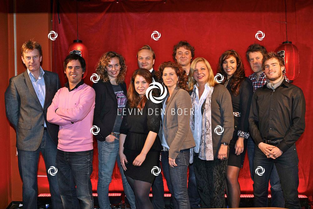 HILVERSUM - Jubileum Wie is de Mol tiende editie in het land van de rijzende zon. Met op de foto de complete groep. FOTO LEVIN DEN BOER - PERSFOTO.NU