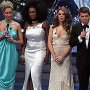 NLD/Hilversum/20080301 - Finale Idols 2008, presentatoren Wendy van Dijk en Martijn Krabbe, deelneemsters Nathalie en Nikkie