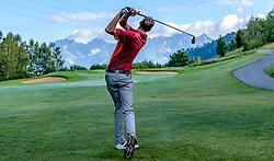 THEMENBILD - Ein Golfspieler am Golfclub Eichenheim mit dem Bergpanorama des Wilden Kaisers, aufgenommen am 04. Juli 2017, Kitzbühel, Österreich // A golf player at the Eichenheim Golfclub with the mountain panorama of the Wilden Kaisers at Kitzbühel, Austria on 2017/07/04. EXPA Pictures © 2017, PhotoCredit: EXPA/ Stefan Adelsberger